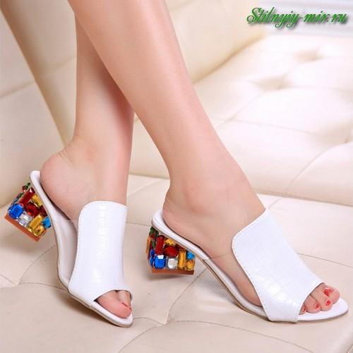 8ad8520b8 В итоге коллекции модной летней обуви получились стильными и очень  разнообразными.