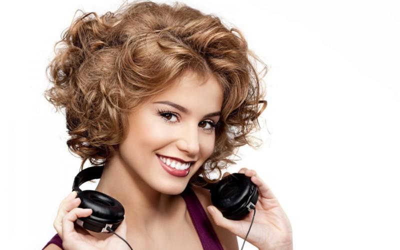Betapa Cantiknya Merengkuh Rambut Pendek Curl Pada Rambut Pendek - Hairstyle buat rambut pendek