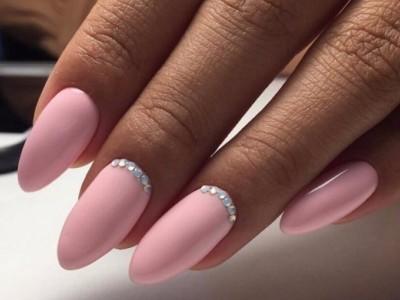 Маникюр в бледно розовых тонах