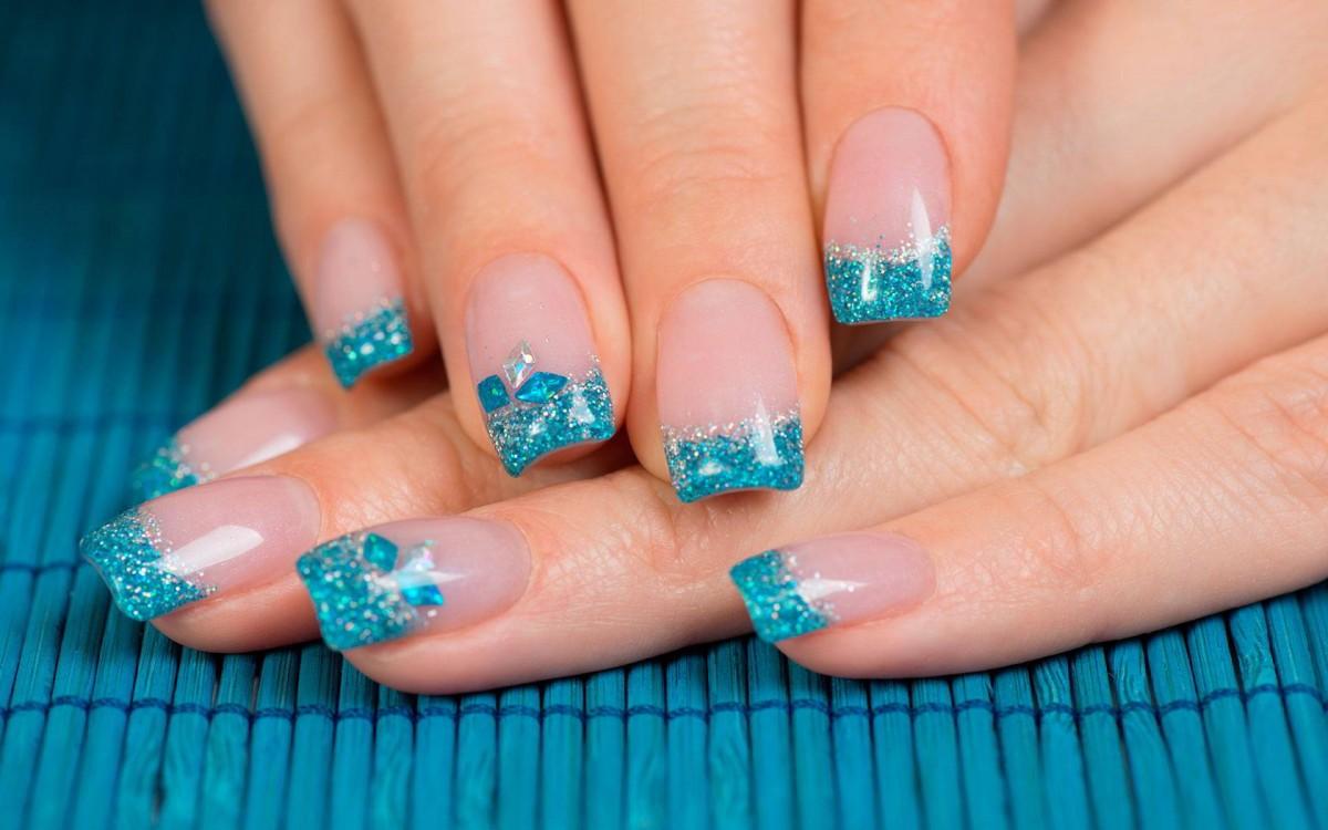 Фото френч на коротких ногтях с блестками фото