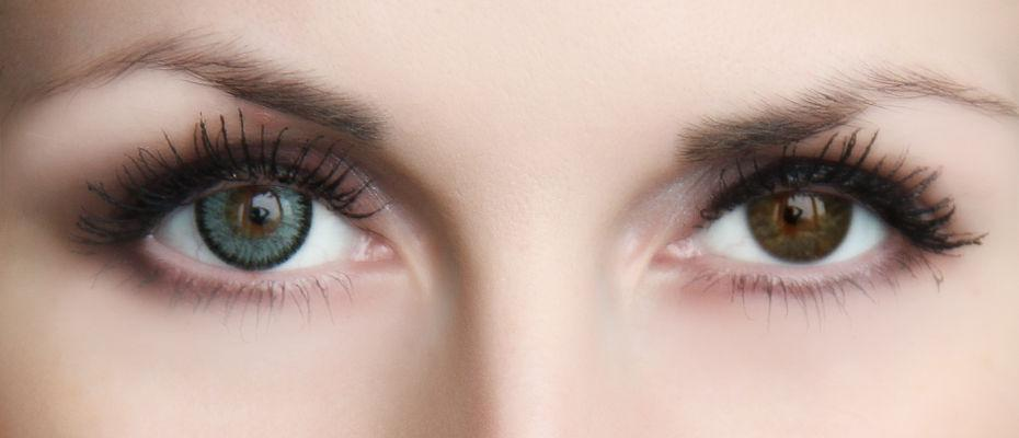c1d92e72cf Οι πράσινοι φακοί είναι ενεργοποιημένοι καφέ μάτια. Η επιλογή των φακών  επαφής χρώματος ...