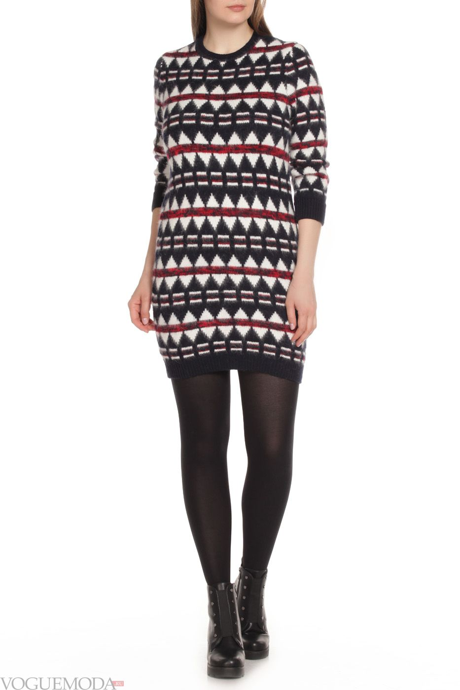 3cb480a6b9 Ha a ruha monokróm piros, egy új íj sziluettje, fekete cipővel viselt. Egy  átlátszó ruhát egyenes réteggel, nagy pulóverrel vagy laza kabáttal kell  viselni.