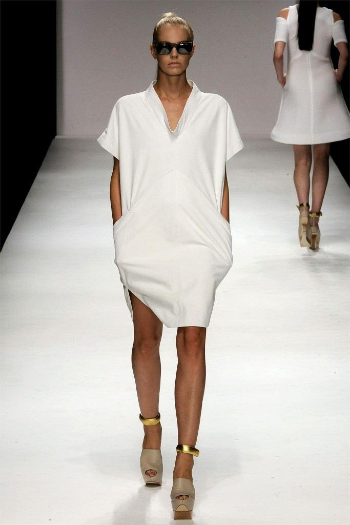 Παραδείγματα φορέματα σε μινιμαλιστικό στιλ μπορεί να θεωρηθεί Rag   Bone 1036abba017
