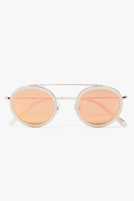 961c7b066 هذا هو السبب في أن النظارات ذات النظارات الملونة تعود إلى ذروة شعبيتها.  خيار واحد هو البرتقالي ، أو ، مثل المصممين مثله ،
