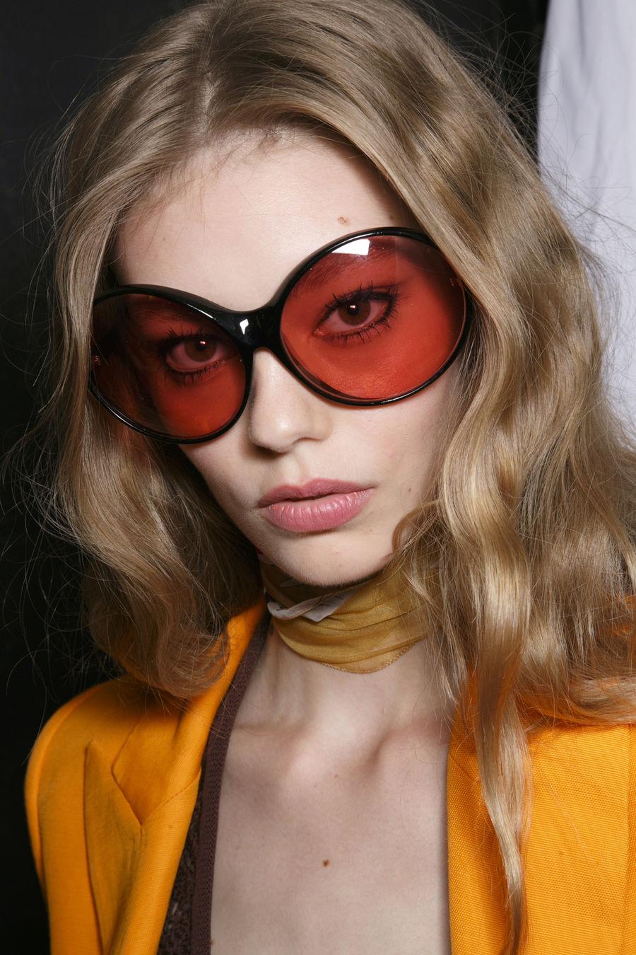 Νέα μοντέρνα γυαλιά. Μόδα γυαλιά ηλίου  φωτογραφίες και τάσεις. e16ff3e3954