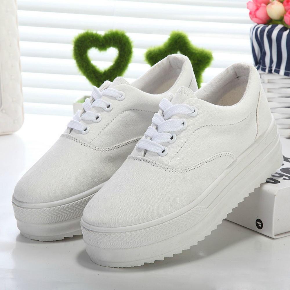 69c3c614a Топовые кроссы. Мокасины: с чем носить женские и мужские модели.