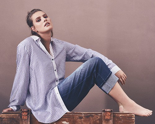 9841349c188f Μια ελαφριά φούστα ή παντελόνι-kyulots με floral εκτύπωση θα οργανικά  κοιτάξει μαζί με την ριγέ μπλούζα. Τώρα σε ένα συνδυασμό μόδας αντιγράφων -  οι ...