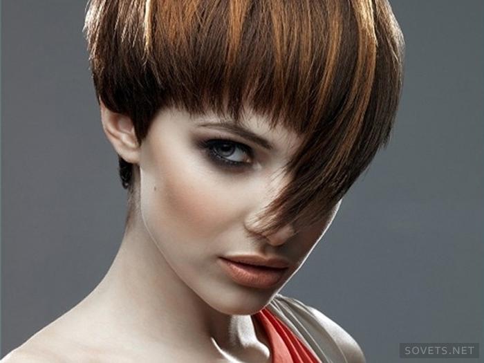 Αυτό το στυλ μαλλιών φαίνεται ιδιαίτερα όμορφο σε ομαλά καλά περιποιημένα  μαλλιά afd32863aaa
