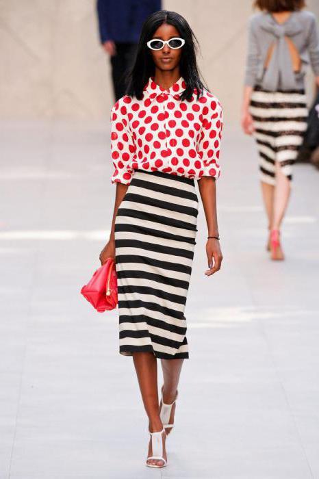 65fc44031bd2 Μπλούζες με πόκα κουκίδες. Τι να φορέσετε με μια μπλούζα του polka dot.