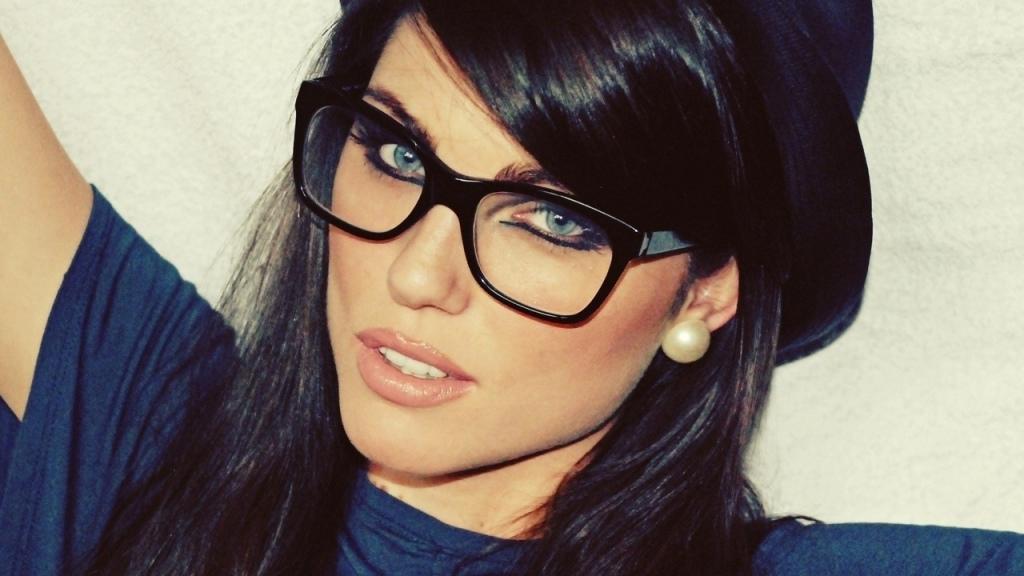 259e8a5b2 إطار آخر أنيق وجذاب للنظارات هو نظارات فراشة أو نظارات