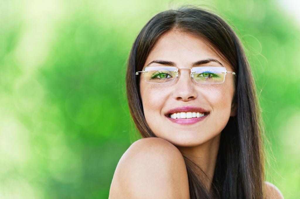 401163caa لفترة طويلة تشغلها موقف أكثر من المألوف بواسطة النظارات طيار. في عام 2016 ،  يدعي المصممون أنه يجب أن يكون لكل امرأة تحترم نفسها. هذا النموذج سيعطي أي  صورة ...