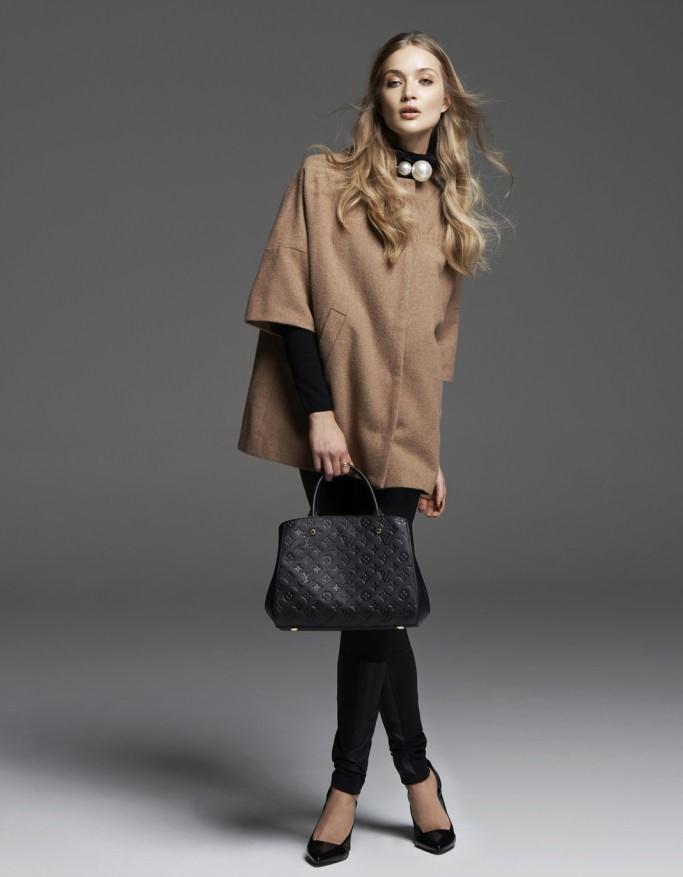 20b3431935 És a vállán, dobd divatos rövid kabátot. Jobb egy hatalmas szőrme gallérral,  mint a legújabb Lanvin-gyűjteményben, vagy minimalizmus, ahogy Biryukov  látja.