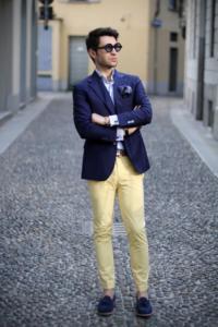 67ec77c42af2 Μία από τις γενικές επιλογές γκρι κλασικά παντελόνια ή κοστούμι - ένα μαύρο  ή γαλάζιο πουκάμισο. Ο πιο απλός και κοινός συνδυασμός είναι τα γκρίζα ...