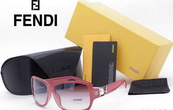 0e0a15c11bbca У Fendi Вы не найдете классических оправ, но зато легко подберете стильные  и ультрамодные очки. В каждой коллекции бренда найдется место и ...