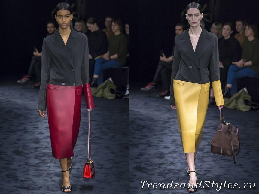 94741ad69a A stílusos bőr és a szigorú klasszikusok közötti kompromisszumot a Loewe  divatháza készítette el, ugyanakkor két kontrasztos megjelenésű női őszi  kabátot ...