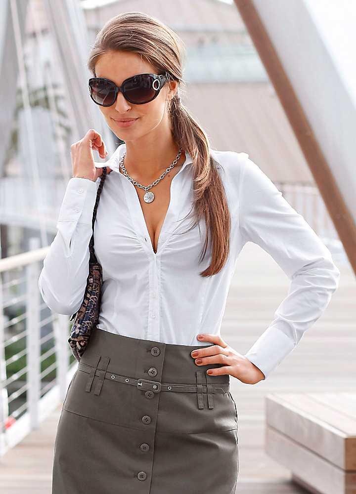 b9d306b8a101 Ακόμη και στο λακωνικό κόμμα λευκό πουκάμισο Θα είναι κατάλληλο αν το  προσθέσετε σε ένα μοντέρνο κολάρο κεντημένο με στρας.