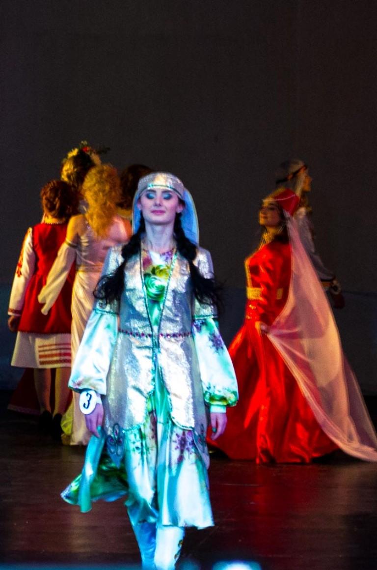b1bda0c169b6 Παραδοσιακές φορεσιές διαφορετικών λαών. Παραδόσεις και τελετές του ...